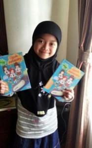Keisya dan buku barunya, sumber : klik di sini