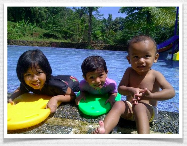 Keceriaan anak-anak di kolam renang Cibinong, sumber gambar : dokpri