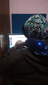 Pijat sambil ngeblog... bisaaaa... :P