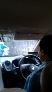 Pak Teguh membawa kami ke sebuah jalan kecil, jalan pintas menuju RS