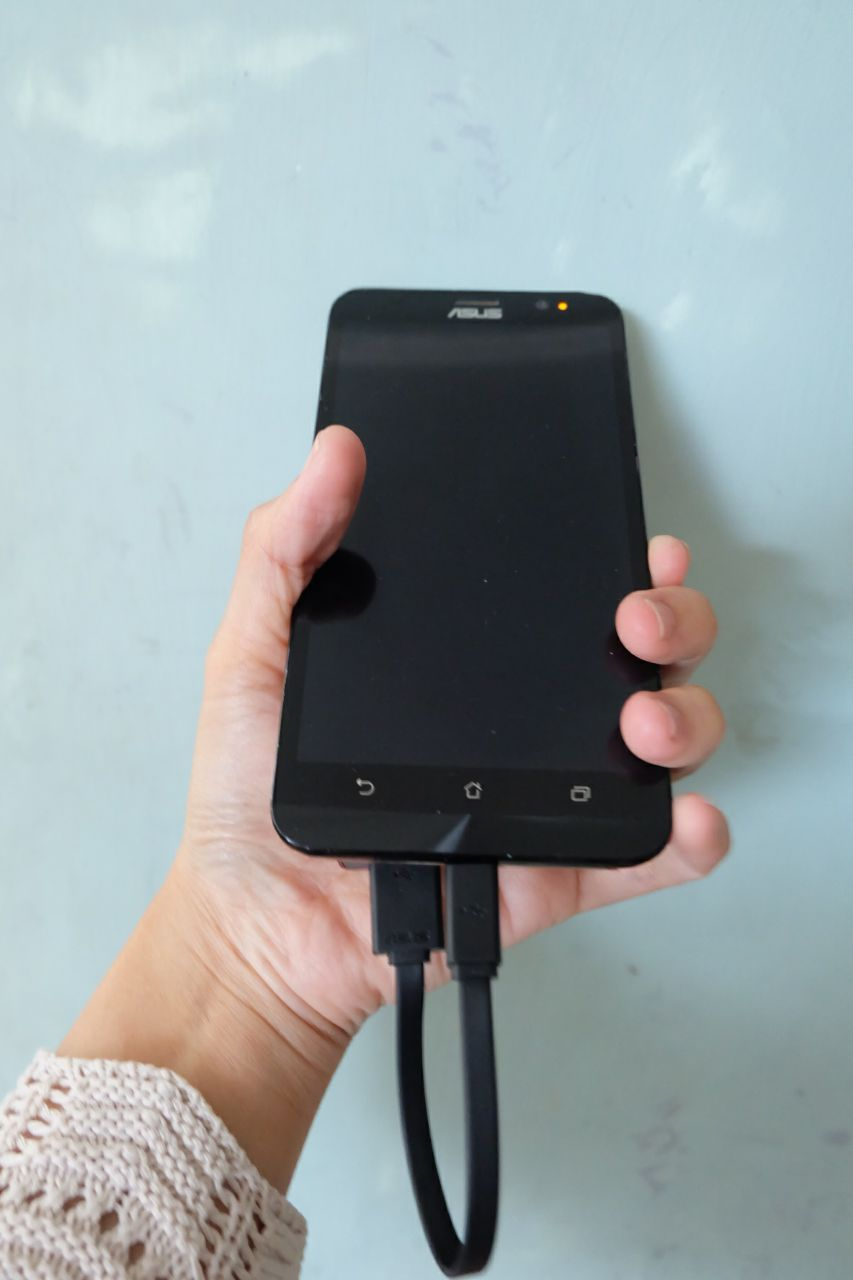 ZenPower Slim 6000 nyaman digenggam